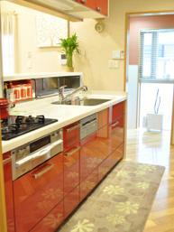 − キッチン − 「イタリアンレッドが映える システムキッチン」その3