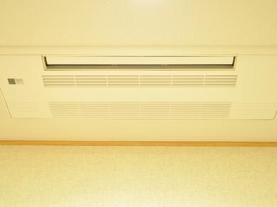 − 空 調 − 「天井に埋込むことで 空間がスタイリッシュに」